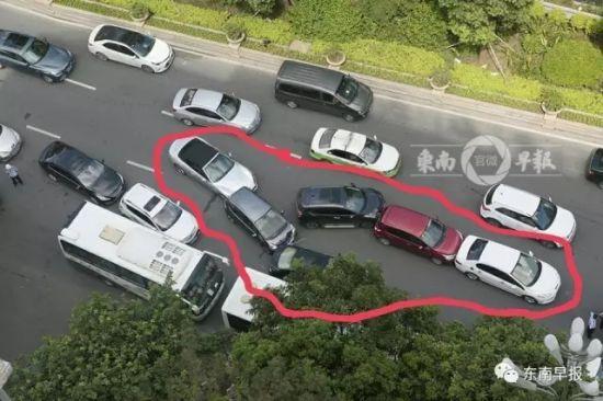 泉州发生6车追尾事故 玛莎拉蒂车主负全责